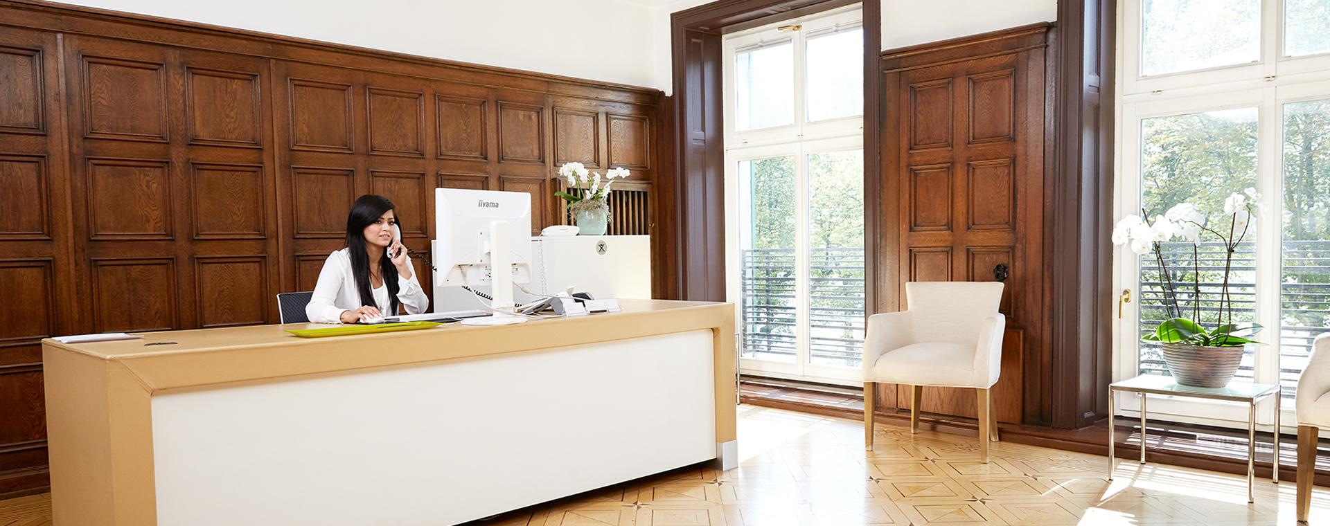 Keramikimplantat-Hamburg-Praxisraeume-Oralchirurgie-Header